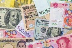 Billetes de banco de los países más dominantes del mundo - dólar, euro, yuan, yen Imagenes de archivo