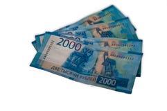 Billetes de banco rusos dispersados en el primer de la tabla imágenes de archivo libres de regalías