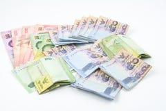 Billetes de banco tailandeses en el fondo blanco Fotos de archivo libres de regalías