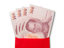 Billetes de banco tailandeses en sobre rojo Fotografía de archivo