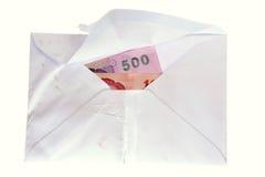 Billetes de banco tailandeses en un sobre Foto de archivo libre de regalías