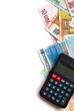 Billetes de banco y calculadora euro Fotos de archivo libres de regalías