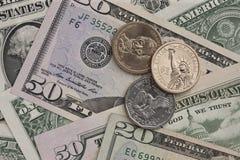 Billetes de banco y monedas Fotos de archivo