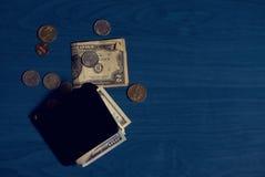 Billetes de banco y monedas de la cartera Imagen de archivo libre de regalías