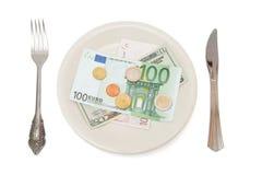 Billetes de banco y monedas en la placa Fotos de archivo libres de regalías