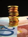 Billetes de banco y monedas euro Fotos de archivo