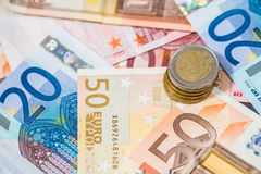 Billetes de banco y monedas euro Fotografía de archivo