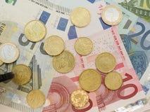 Billetes de banco y monedas euro Imágenes de archivo libres de regalías