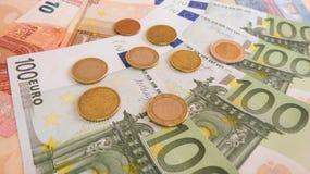 Billetes de banco y monedas euro Fotografía de archivo libre de regalías