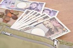 Billetes de banco y monedas japoneses de los yenes de la moneda Fotografía de archivo libre de regalías