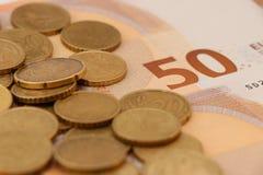 Billetes de banco y monedas de la unión europea fotos de archivo