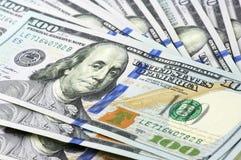 Billetes de dólar del nuevo ciento Foto de archivo libre de regalías
