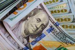 Billetes de dólar, dinero y detalle rodados de las finanzas Imagen de archivo libre de regalías