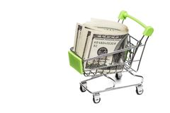Billetes de dólar en la carretilla del carro de la compra en el fondo blanco Idea: venta de mercancías, descuentos, venta de comp fotos de archivo