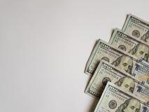 100 billetes de dólar en la esquina inferior derecha Foto de archivo libre de regalías
