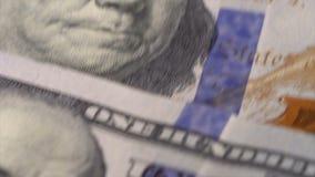 100 billetes de dólar en la tabla metrajes