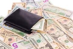Billetes de dólar y monedero Imágenes de archivo libres de regalías