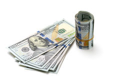 Billetes de dólar del rollo ciento en el fondo blanco Imagen de archivo libre de regalías