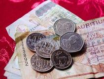 Billetes y monedas de Mauritius Rupee fotografía de archivo libre de regalías