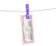 Billets d'un dollar accrochant sur la corde attachée avec des pinces à linge Image libre de droits