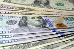 Billets d'un dollar de valeur différente sur la table photo stock