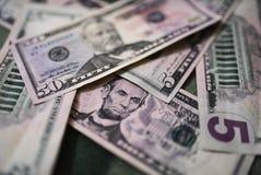 Billets d'un dollar, fond d'argent Dollars d'argent de fin d'ensemble  Photographie stock libre de droits