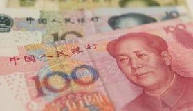 Billets de banque chinois de yuans en gros plan Images libres de droits
