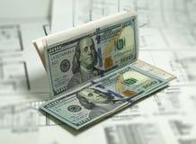 Billets de banque contrôle de 100 billets d'un dollar au-dessus des plans Image de photo Photo libre de droits