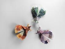 Billets de banque d'origami d'oiseaux Photographie stock libre de droits