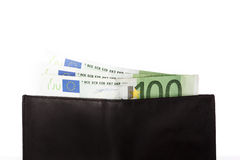 Billets de banque de cent euros collant hors du portefeuille noir, sur le petit morceau Images libres de droits