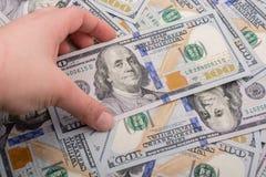 Billets de banque de dollar US écartés autour Images libres de droits
