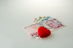 Billets de banque de Lire turque par le côté d'une couleur rouge o en forme de coeur Photos libres de droits