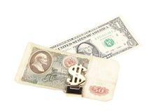 Billets de banque de rouble et de dollar dans l'agrafe d'argent. Images libres de droits