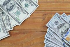 Billets de banque des copies de $ 100, vieux et nouveau avec un endroit pour le supercilium Photographie stock libre de droits