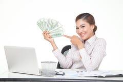 billets de banque des USA de prise de femme d'affaires à disposition Images stock