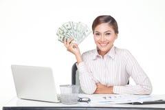 billets de banque des USA de prise de femme d'affaires à disposition Image stock