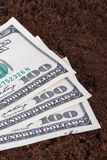Billets de banque du dollar sur le sol Photos stock