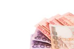 Billets de banque et pièce de monnaie thaïlandais pour s'enregistrer sur le fond blanc Photographie stock