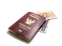 Billets de banque et pièces de monnaie d'isolement de passeport Photo libre de droits