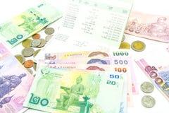 Billets de banque et pièces de monnaie de la Thaïlande Photo libre de droits