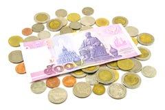 Billets de banque et pièces de monnaie de la Thaïlande d'isolement Photos stock