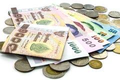 Billets de banque et pièces de monnaie de la Thaïlande d'isolement Image stock