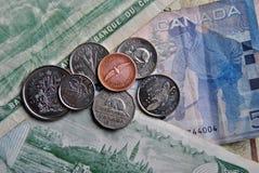 Billets de banque et pièces de monnaie photo libre de droits