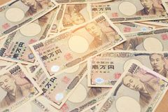 10000 billets de banque japonais de Yens de devise et diagramme financier de rapport de vente Images libres de droits