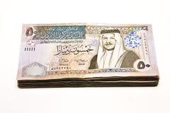 Billets de banque jordaniens empilés