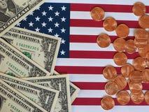 Billets du dollar et monnaie et drapeau des Etats-Unis Image libre de droits