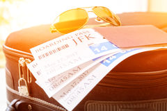 Billets et bagage de carte d'embarquement Photographie stock