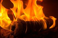 Billette brucianti del fuoco di collegamento in camino Fotografia Stock