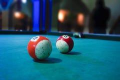 Billiardbollar över tabellen Royaltyfri Foto