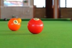 Billiardbollar i en pöltabell Royaltyfria Foton